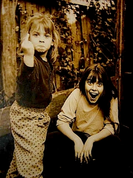 Little_girls_Louftibus_mic&rob.jpg
